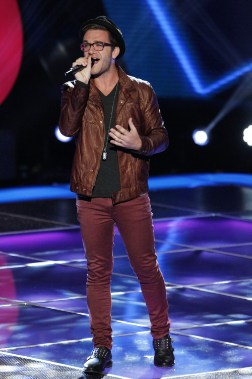 nbcthevoice:  Meet the final member of #TeamShakira! Luke Edgemon - Facebook and Twitter