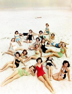 vintagegal:  1950s swimwear (via)