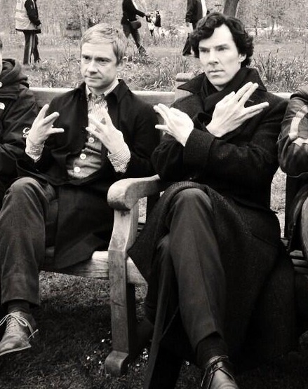cumberbuddy:  bellefatcat:  SOMEBODY EXPLAIN THIS TO ME!?!?!? [x]  BAKER STREET BOI'S! SWAAAAAG.
