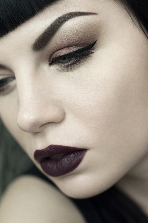 wifetodarkness:  make-up-is-an-art:  Dark Wine by Sarah Smith  GIVE.ME.THAT.LIPSTICK.