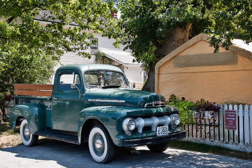 valscrapbook:  Old Ford by ngr07 on Flickr.