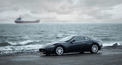 A little too late Starring: Maserati GranTurismo S (by Robin Kiewiet)