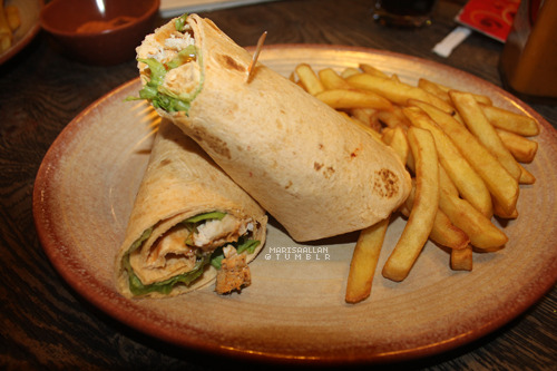 h0lllister:  i went to nandos today, yay.