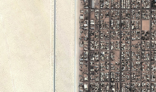 Aerial of the Desert of Yuma, AZ and the Grid of San Luis Rio Colorado, Mexico, 2013 (via atlantic)