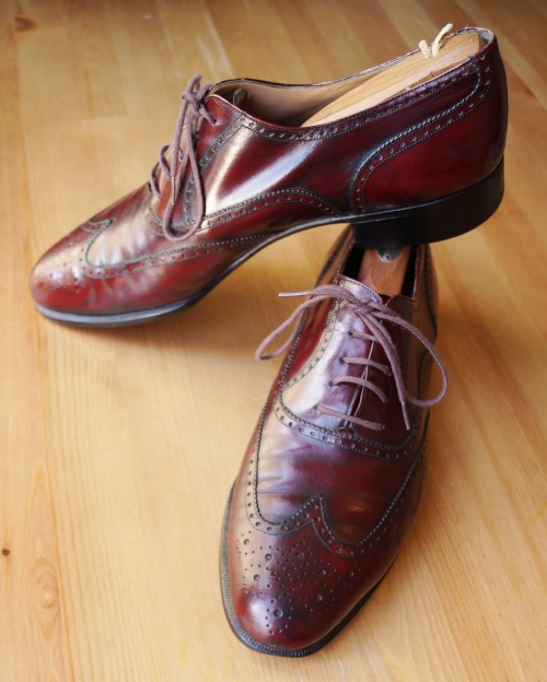Vintage Ferragamos - the second pair. Now there's the kind of patina that doesn't appear overnight. I'll post the rest once I get a chance to polish them up. (pair 1)