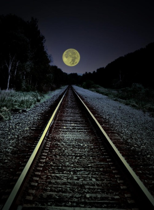 lonelywanderer83:  Railroad tracks and a full moon