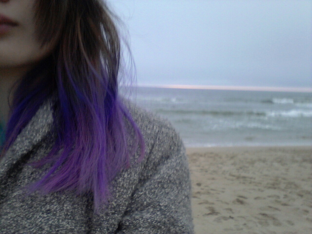 I redid my hairthen went to the beachbut no one was there