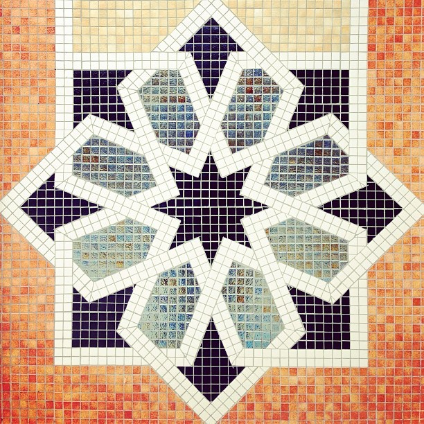 Chantek. | #islam #art #islamicart #patterns #brunika #instabru #iphonesia #mosque #design #travel #iphoneonly #iphonegraphy #symmetry #iseeart