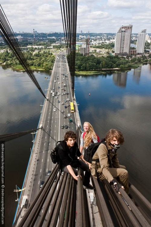 bluepueblo:  Bridge Climbing, Kiev, Ukraine  photo via besttravelphotos
