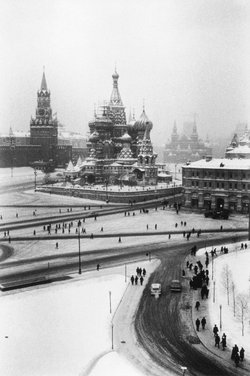 Elliott Erwitt Moscow, 1968 From Magnum Photos and Elliott Erwitt Snaps Thanks to m3zzaluna