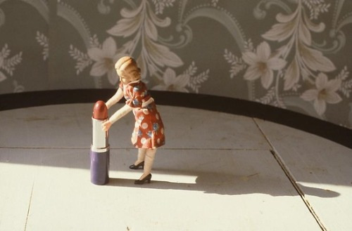 kitschgirl65:  Laurie Simmons ~ Pushing Up Lipstick