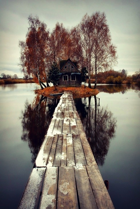 waitingin-wonderland:  this could either be taken as really peaceful&pretty or the creepiest thing you've ever seen like in those horror movies where killers live in little cottages I just corrupted you