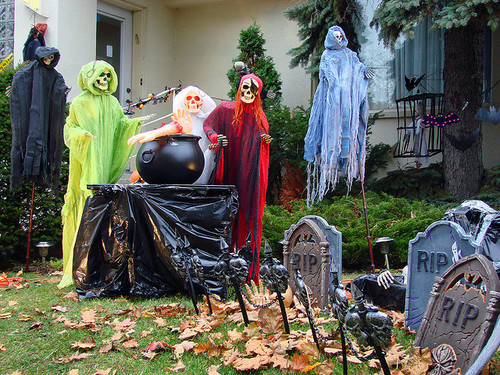 season-0f-the-witch:  Halloween In My Neighborhood | Flickr - Photo Sharing! on We Heart It. http://weheartit.com/entry/15637192/via/janlynn
