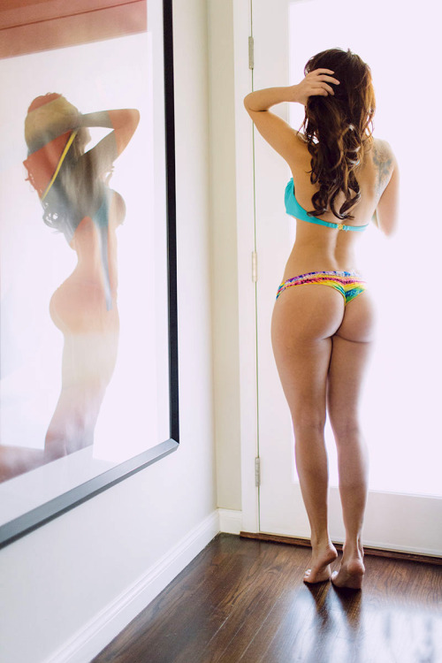 villagirls:  http://villagirls.tumblr.com/