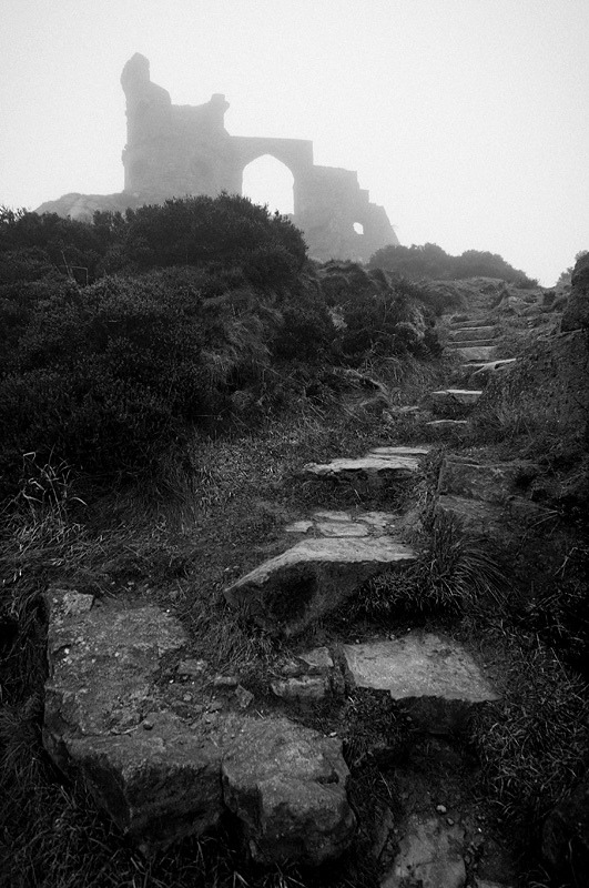 Misty Ruins (by jamescharlick) Mow Cop Castle is a folly built in 1754 by Randle Wilbraham as an elaborate summerhouse looking like a medieval fortress and round tower. We intended to arrive ahead of sunset to get some nice views over the surrounding countryside but after a gloriously sunny day a dense fog descended upon us to soak up the remainder of the daylight. (via jamescharlick:)