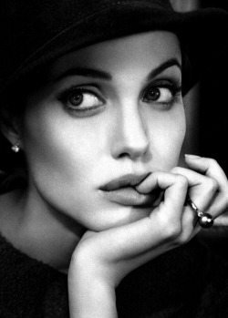 late-night-london:  Angelina Jolie[×]