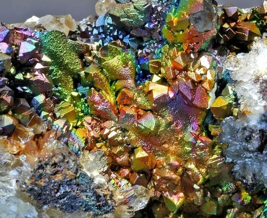 beautiful-minerals:  Iridescent Goethite