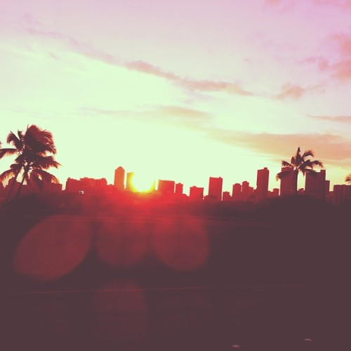 Honolulu. 🌇 #tookthisishwhiledrivingsuckas #honolulu #hawaii #missit #city #H1