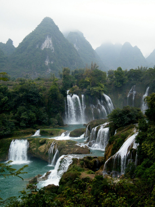 refluent:   Detian Falls (by havechopsticks)