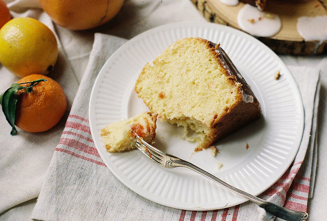 airudite:  Meyer Lemon and Grapefruit Bundt by yossy | apt2bbakingco on Flickr.