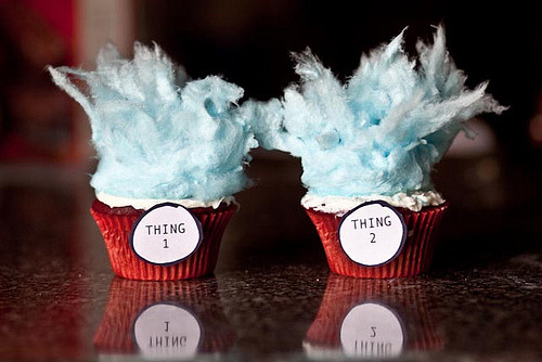 ffoodd:  cupcakejunkie:  Dr. Suess Thing 1 and Thing 2 Cupcakes created using blue cotton candy, white frosting, red velvet cupcakes and red liners.
