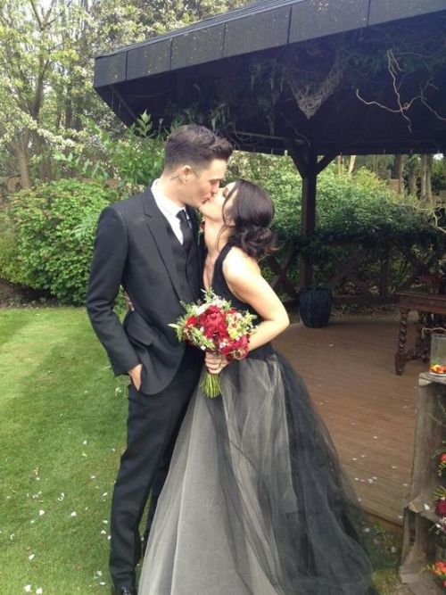 Shenae Grimes from 90210 got married this weekend in a secret ceremony. She went the non-traditional route and opted for a black Vera Wang gown. While I am more for the traditional white dress, I think this black one looks stunning on her. Obviously it fits her style and I think that is more important to cater to than to stick to the norm. I thought she looked gorgeous. And the red flowers seem to compliment the black perfectly. Well done Shenae!
