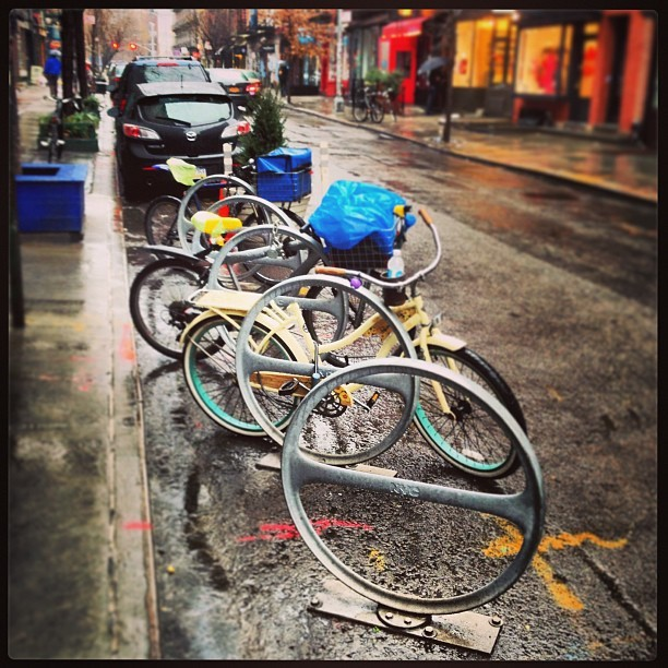 Hey cities & urban planners, on-street #bikeparking is a *no-brainer*. Just f'n DO IT. #BikeNYC