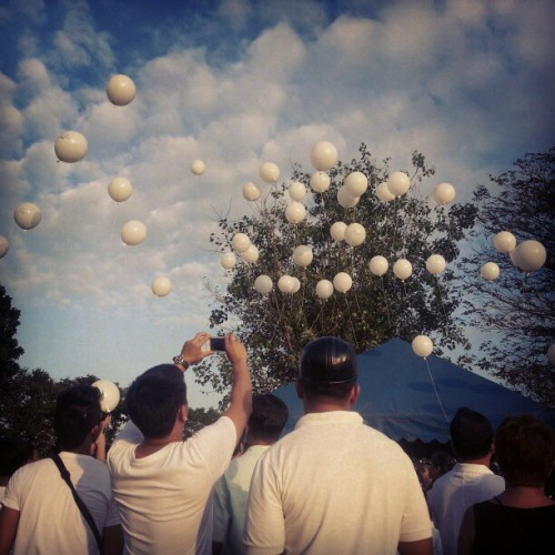 12.30.2012 #white #balloons To the heaven ;) #2012 #memories #LoyolaMemorialPark #December #collage #photoblog #relatives #family #Marcelo #Baluyot #Loyola #park #karen;) #kuya #mommy #clouds ;) (at Loyola Memorial Park)