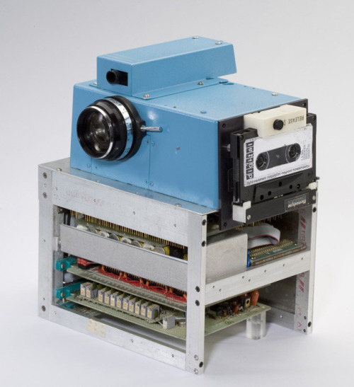 k-w-lski:  Kodak's first digital camera, 1975