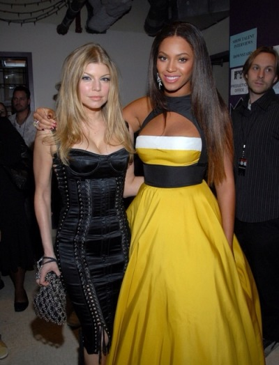 "kobetyrant:  livelaughloveatrandom:  itsiesha:  iambeyinspired:  kobetyrant:  ""the Queen of rap, slaying with Queen Bey""  Im screaming  Clearly a joke  Queen of rap?!FERGIE?!LMFAO  when Nicki comes out with some fire like fergalicious then you can talk :)"
