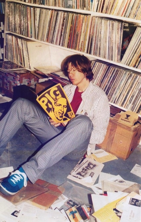 iggypoptarts:  tatehemlock:  Thurston Moore of Sonic Youth with what I assume is an awesome record collection. 2003 Photo by Juergen Teller  seriously though his face is making year guessing difficult if there's not an album by The Who in there then I am going to be really upset