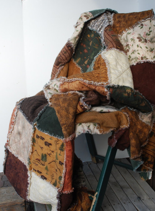 Found at Northernlodge, Cabin Quilt Woodland Rag Quilt Log Cabin Throw, Price: $175.00   https://www.etsy.com/shop/Northernlodge