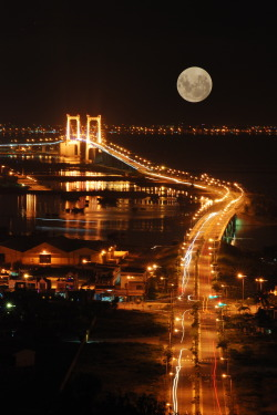 Super Full Moon by gienkhan