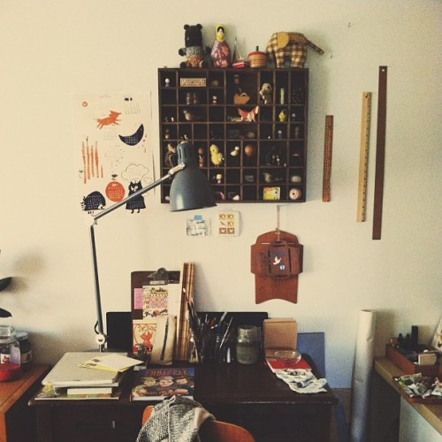 smalladventure:  I love my little desk.  Love it!