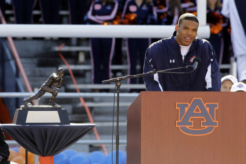 mysportsuniverse:  Cam returns to Auburn University  http://mysports100.blogspot.com/?m=0