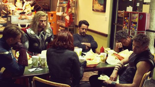 love-allthepeople:  fgjdfisdhfnsoidfbajsk Just the Avengers fucking chilling around some fast food in full fucking gear