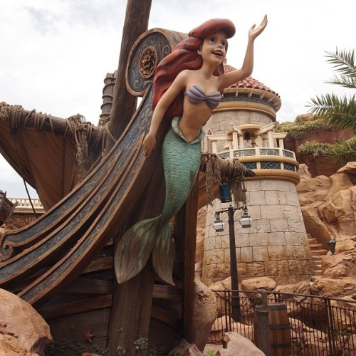 #Ariel #underthesea #thelittlemermaid #newfantasyland #magickingdom #waltdisneyworld  (at Under The Sea - Journey of the Little Mermaid)