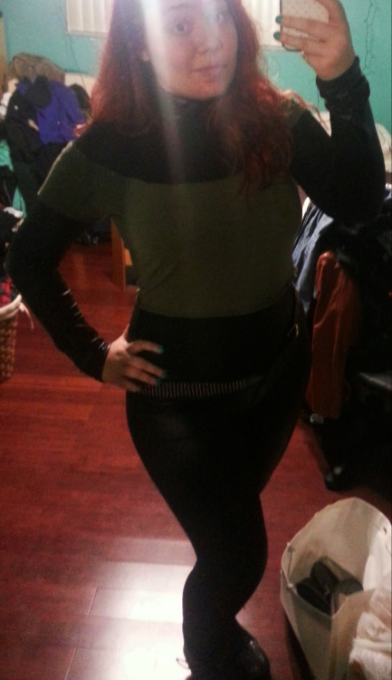 andyrocketcos:  I totally have a closet Rogue cosplay right now.I need more belts. Not sure if I'd go with my red hair or wear my brown wig, both with a white hair clip stuck in it.