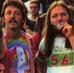 waitinginpurgatory:  Paul McCartney and David Gilmour at a Led Zeppelin concert.