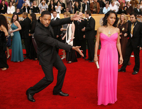 "whatdoesthisbutton-do:  awesomelyyawkward:  finalblessing:  will smith everybody  Top: ""I married dis"" Bottom: ""I made dis:  ^^^^ HAHAHA yeeees  lol at the comments"