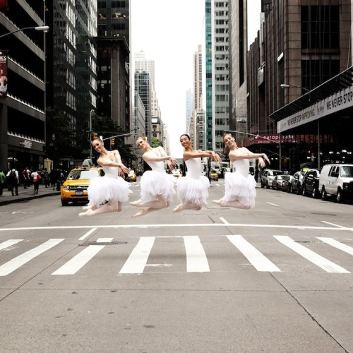 (via Beautifully Elegant Dancers Pose Along City Streets - My Modern Metropolis)