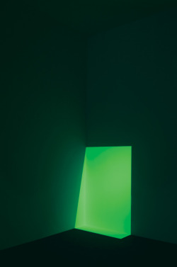 thehighlandrape:  JAMES TURRELL - Juke, Green (1968) Projected light. Dimensions variable
