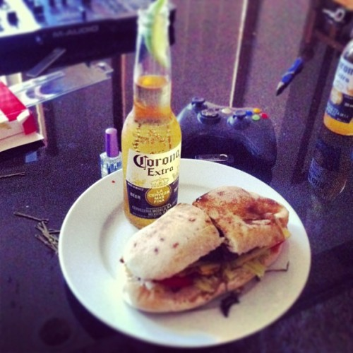 #homemade #burger #corona #perfectonahotnight