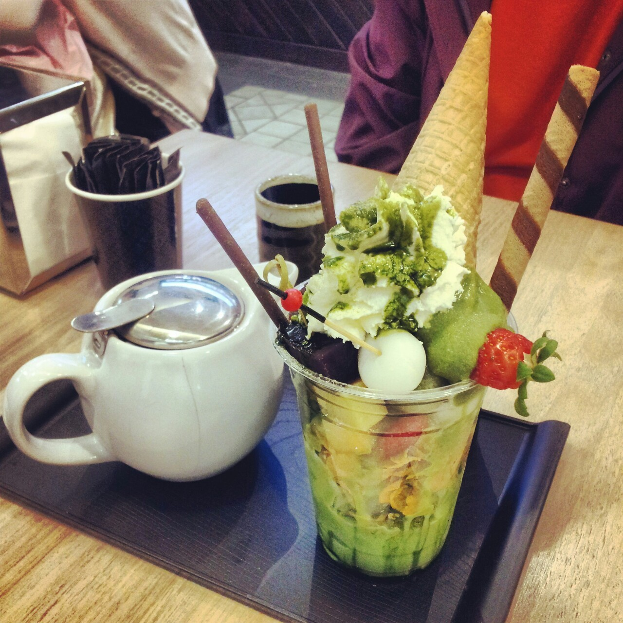lonelytissues:  Yummy green tea parfait with a pot of hoji cha green tea :) @ chanoma cafe  Wonderful !