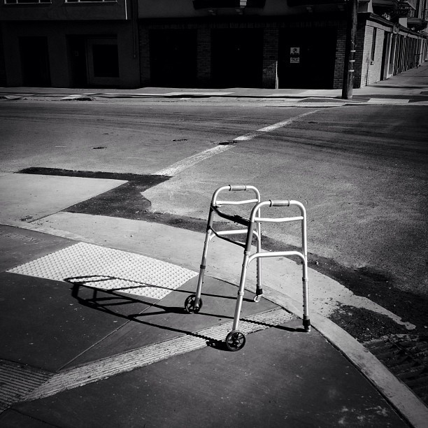 #sanfrancisco #richmonddistrict #walker #lonely