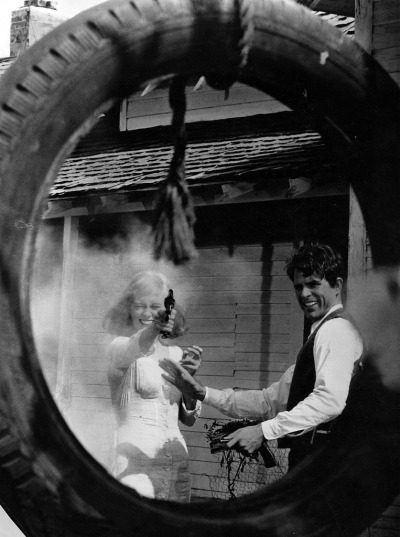 theswinginsixties:  Faye Dunaway and Warren Beatty in 'Bonnie and Clyde', 1967.
