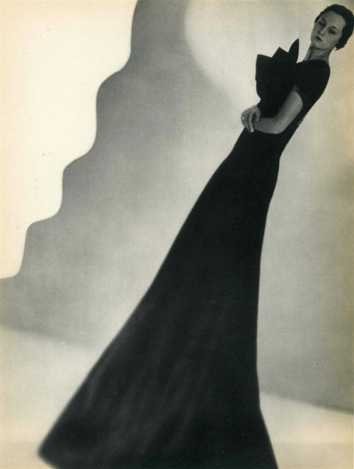"hoodoothatvoodoo:  Man Ray ""Photographie de mode"" 1936"