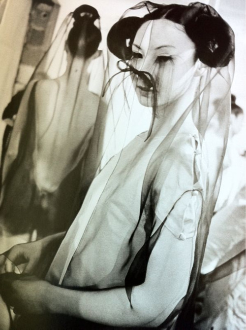 voguelovesme:  Backstage at Adeline Andre Fall 1999 Haute Couture, ph. Gerard Uferas