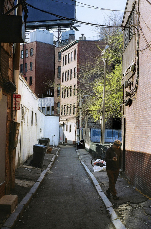 dontyoudarepose:  Bumbling Alley (by Patrick_Lynch)