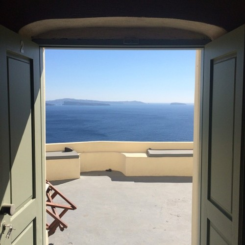hi babe, I'm home.  (at Village Of Oia - Santorini)